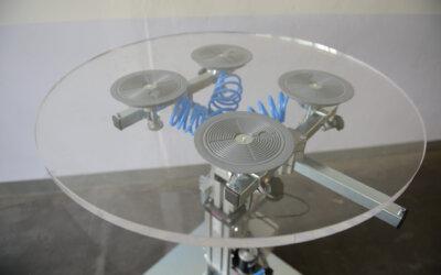 Stanowisko robocze do paneli szklanych